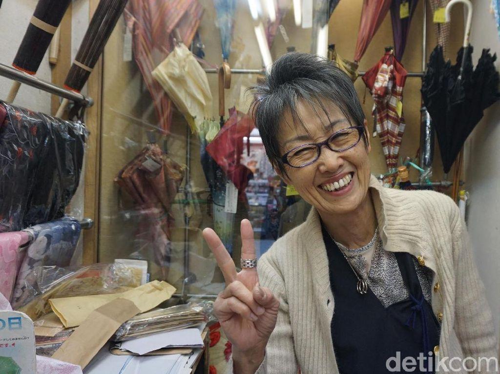 Smile! Ini Buktinya Kalau Orang Jepang Juga Murah Senyum