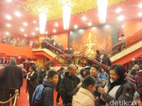 Ramainya wisatawan yang ingin menonton (Rita Uli/detikTravel)