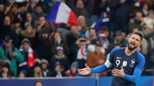 Olivier Giroud merayakan gol tunggal Prancis ke gawang Uruguay.
