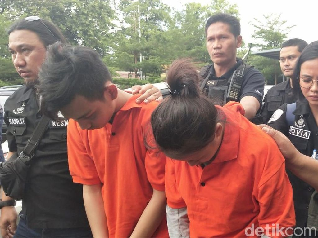 Sejoli Tersangka Kasus Mayat dalam Lemari Dibawa ke Kos Ciktuti