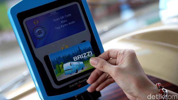 Penerapan e-Tiketing Bus ke Bandara Soekarno HattaPerum Damri menggandeng Telkom memperkenalkan layanan e-Ticketing transportasi publik menuju Bandara Soekarno Hatta guna memudahkan masyarakat.