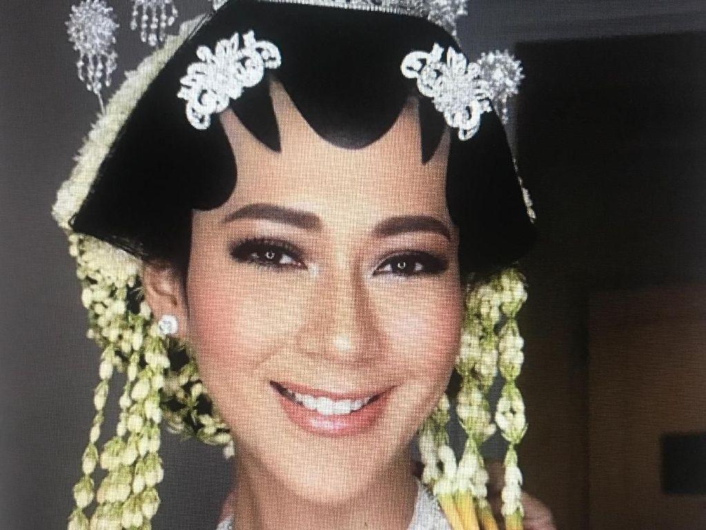 Paula Verhoeven Cantik dengan Paes Jawa Saat Resmi Dinikahi Baim Wong