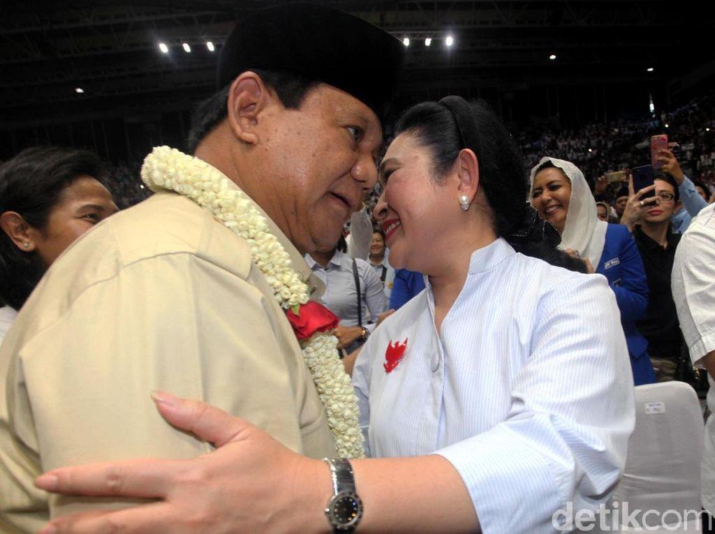Cipika-cipiki, Begini Momen Kemesraan Prabowo-Titiek
