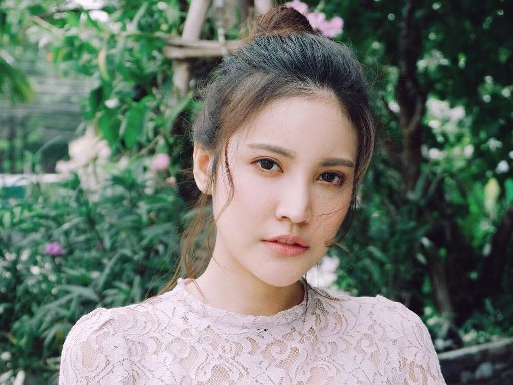 Potret Model Thailand Viral karena Berseragam PNS, Cantiknya Paripurna