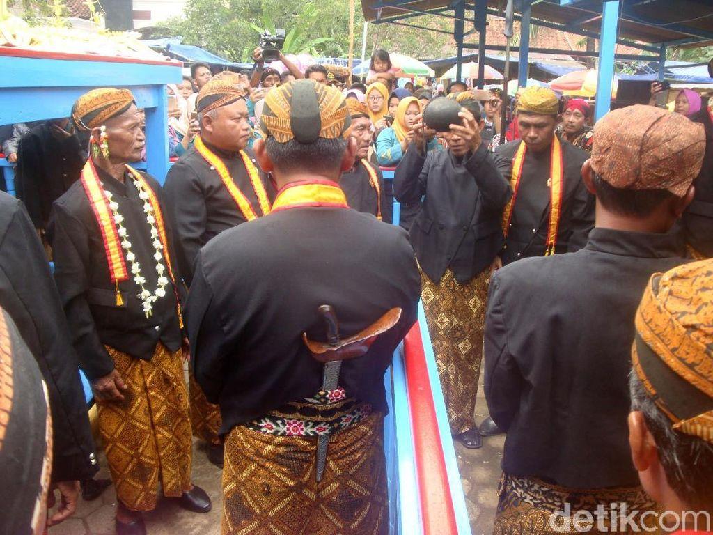 Warga Banyumas Antusias Ikuti Jamasan Pusaka Dinasti Mataram
