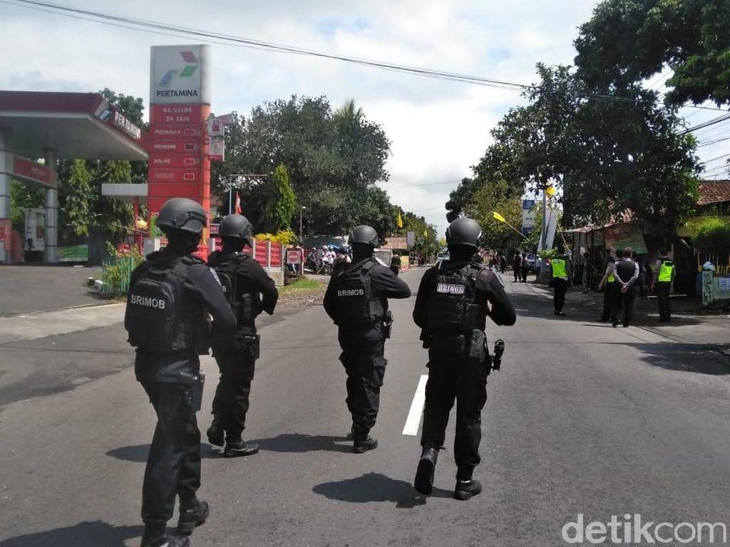 Polisi Rekonstruksi Penyergapan Teroris, Jalan Kaliurang Ditutup