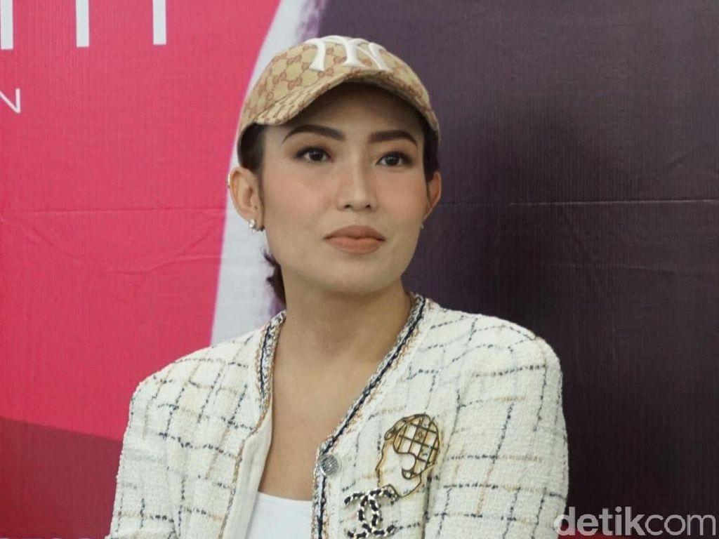 Posting Semua Baik-baik Saja Jadi Bentuk Support Ayu Dewi untuk Luna?
