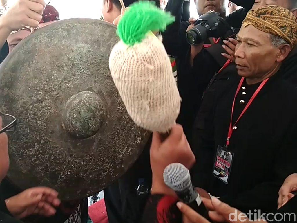 Potret Siraman Gong Kiai Pradah di Blitar