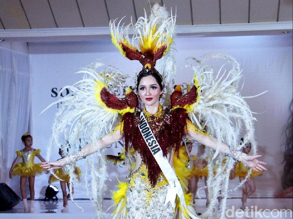 Wakili Indonesia di Miss Universe, Sonia Fergina Jadi Burung Cendrawasih