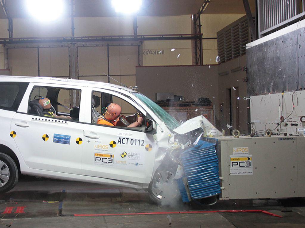 Uji Tabrak Wuling Confero, SUV Proton, dan Pikap Tata