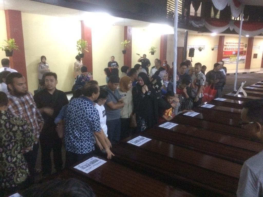 Polri Serahkan Jenazah Pilot dan 15 Korban Lion PK-LQP ke Keluarga