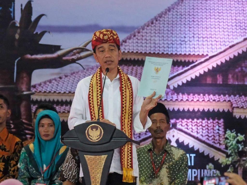 Diksi Jokowi Saat Bagi Sertifikat Tanah: Sontoloyo-Genderuwo-Tabok
