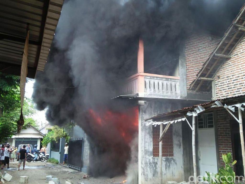 Gudang Bahan Sablon di Mojokerto Terbakar, Dua Pekerja Luka