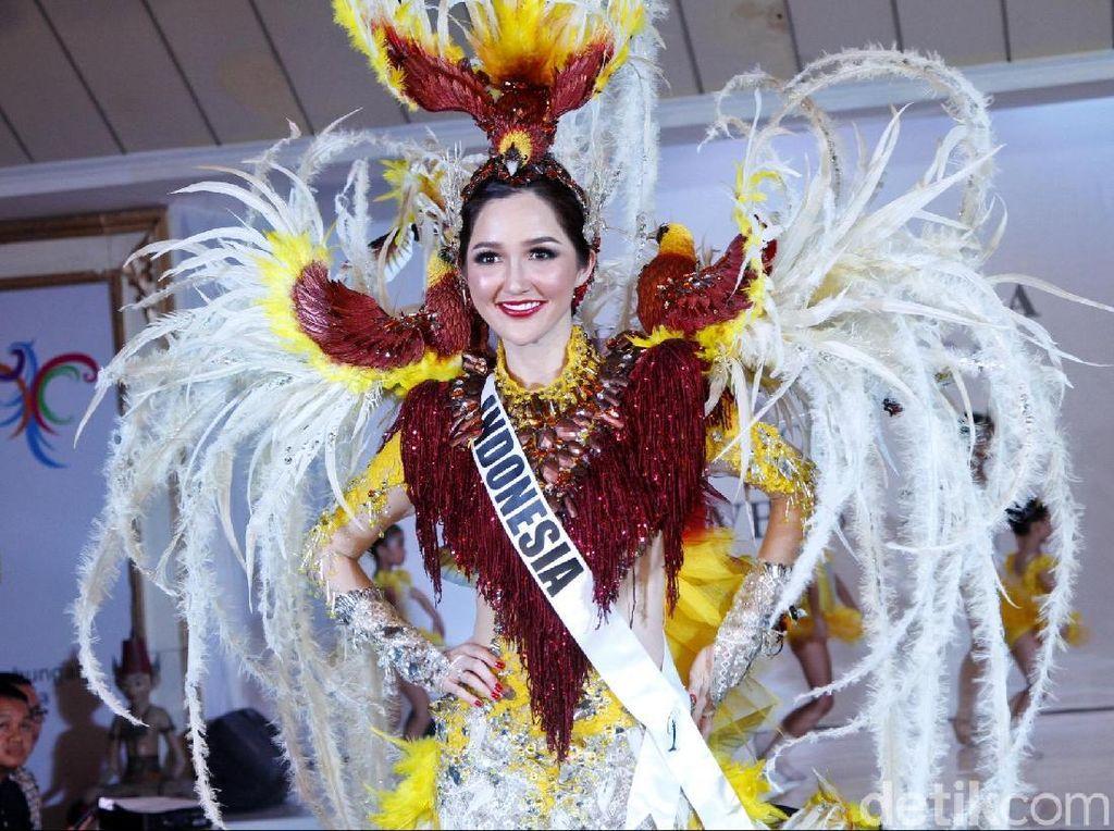 Cantiknya Sonia, Puteri Indonesia di Miss Universe Pakai Kostum Cendrawasih