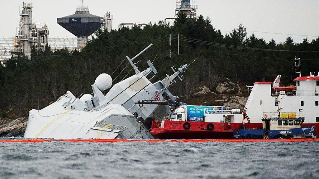 Detik-detik Kapal Perang Norwegia Kandas Ditabrak Tanker