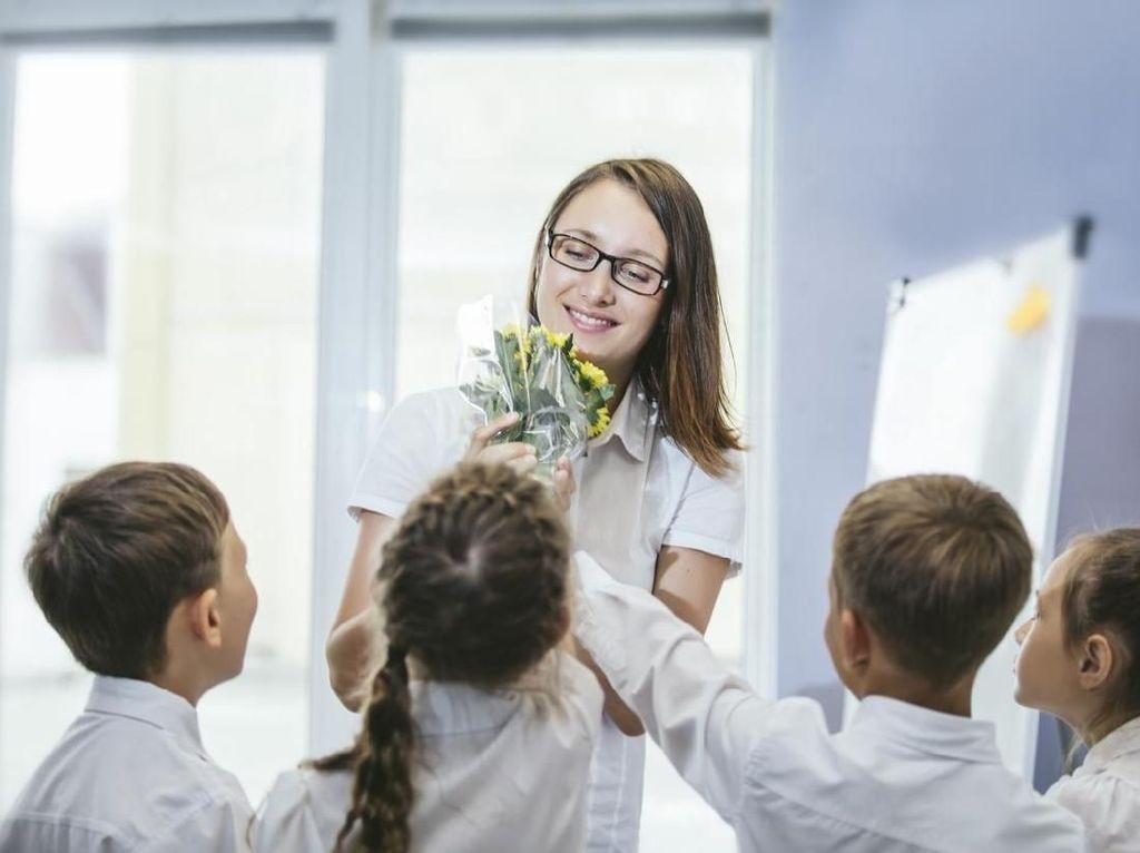 Viral, Aksi Menyentuh Siswa Kumpulkan Uang Untuk Bayar Gaji Gurunya