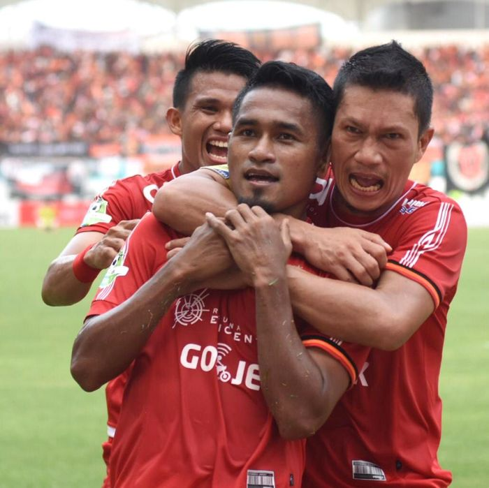 Persija Jakarta sementara naik ke puncak klasemen Liga 1 2018, menyalip PSM Makassar. Hal itu terjadi setelah Macan Kemayoran menang 3-2 atas Sriwijaya FC. Istimewa/Dok. Persija.