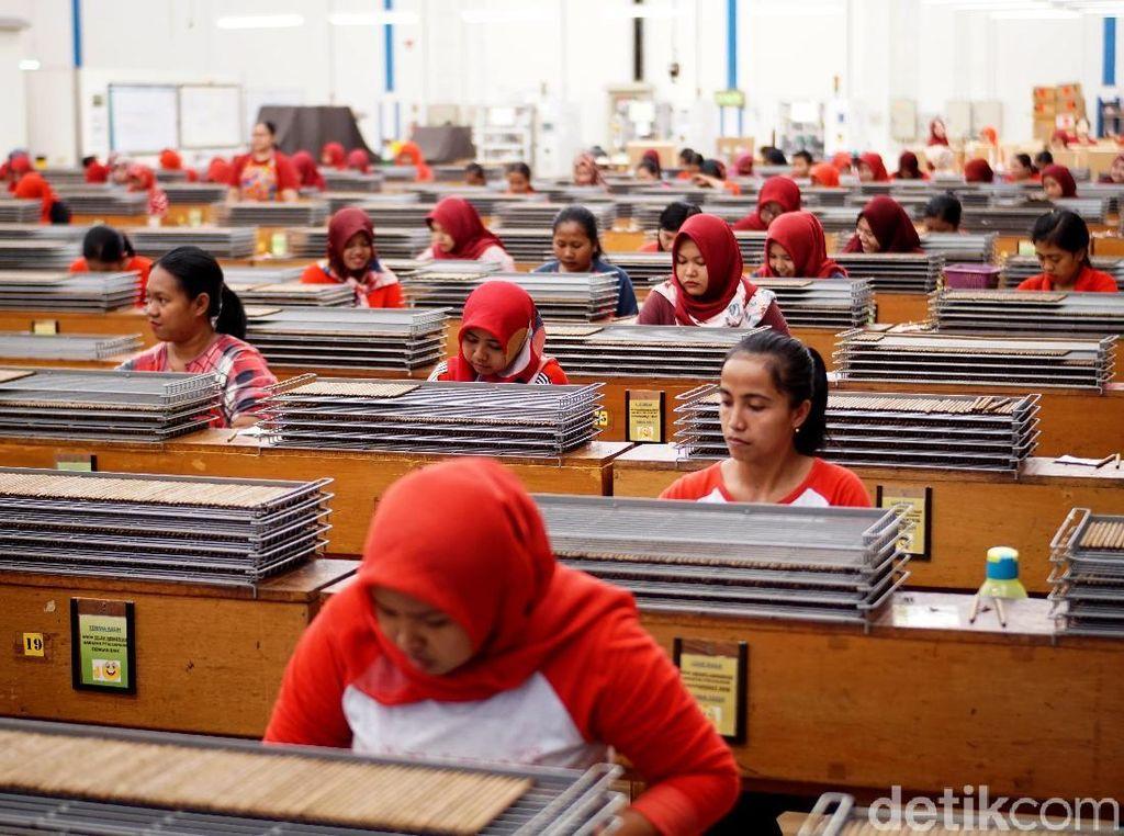 Rata-rata Upah Buruh Perempuan Tertinggal Jauh dari Laki-laki