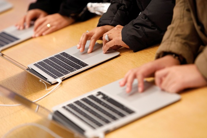 Ilustrasi MacBook. Foto: (Foto: REUTERS/Andrew Kelly)
