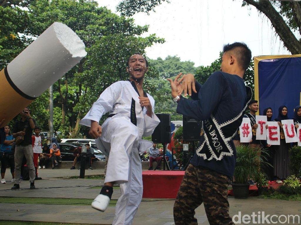 Ciatt! Sepakan Taekwondoin Bogor Tandai Perang Lawan Rokok