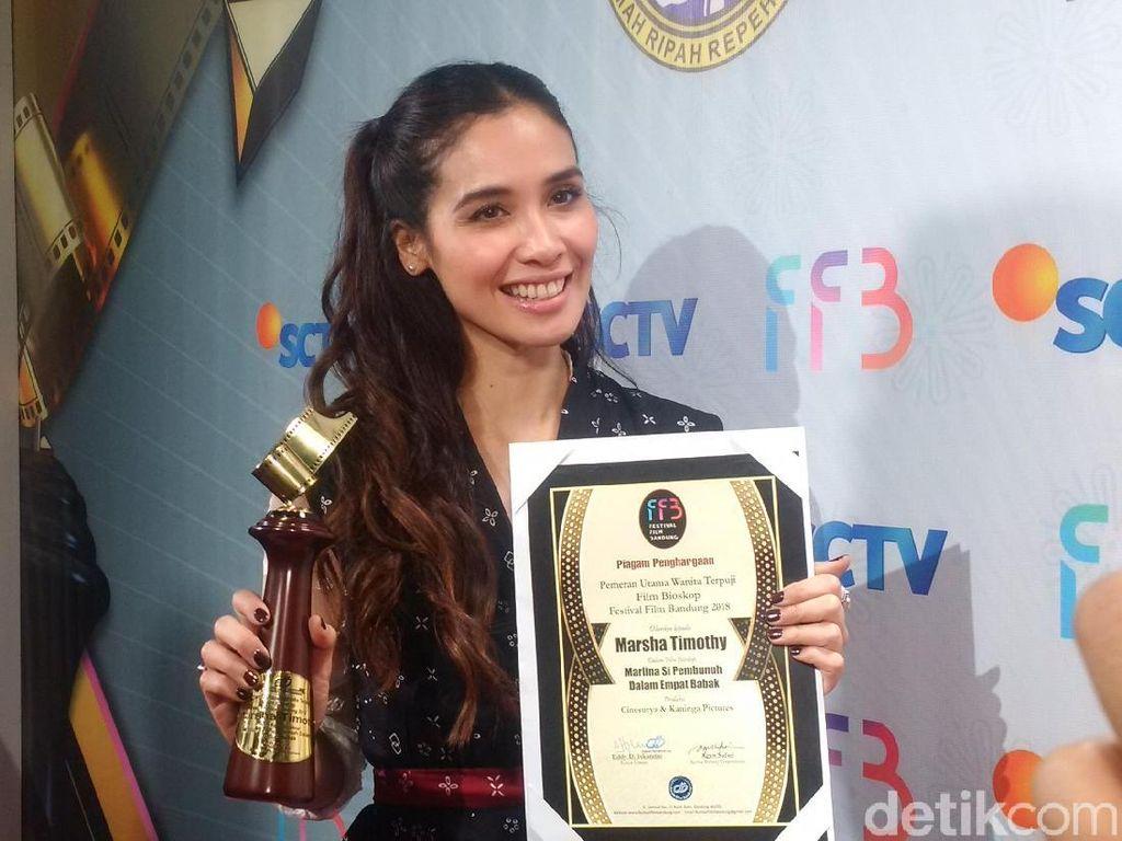 Marsha Timothy Dedikasikan Penghargaan FFB untuk Perempuan Indonesia