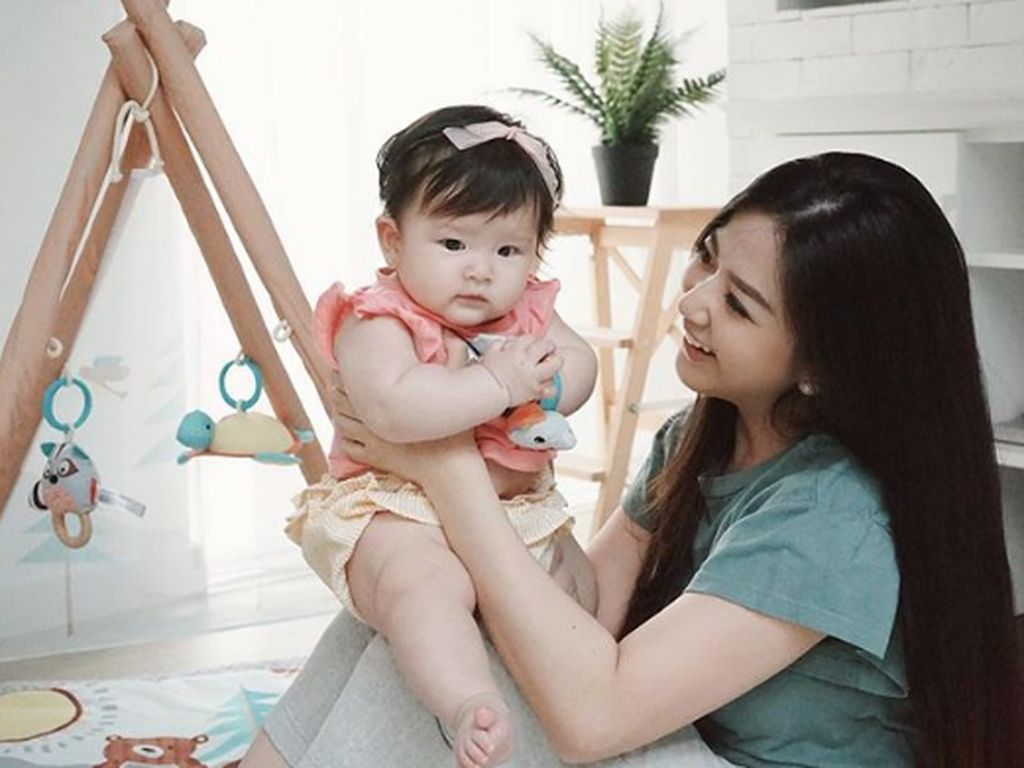 7 Momen Hangat Franda Saat Bonding Time dengan Putrinya