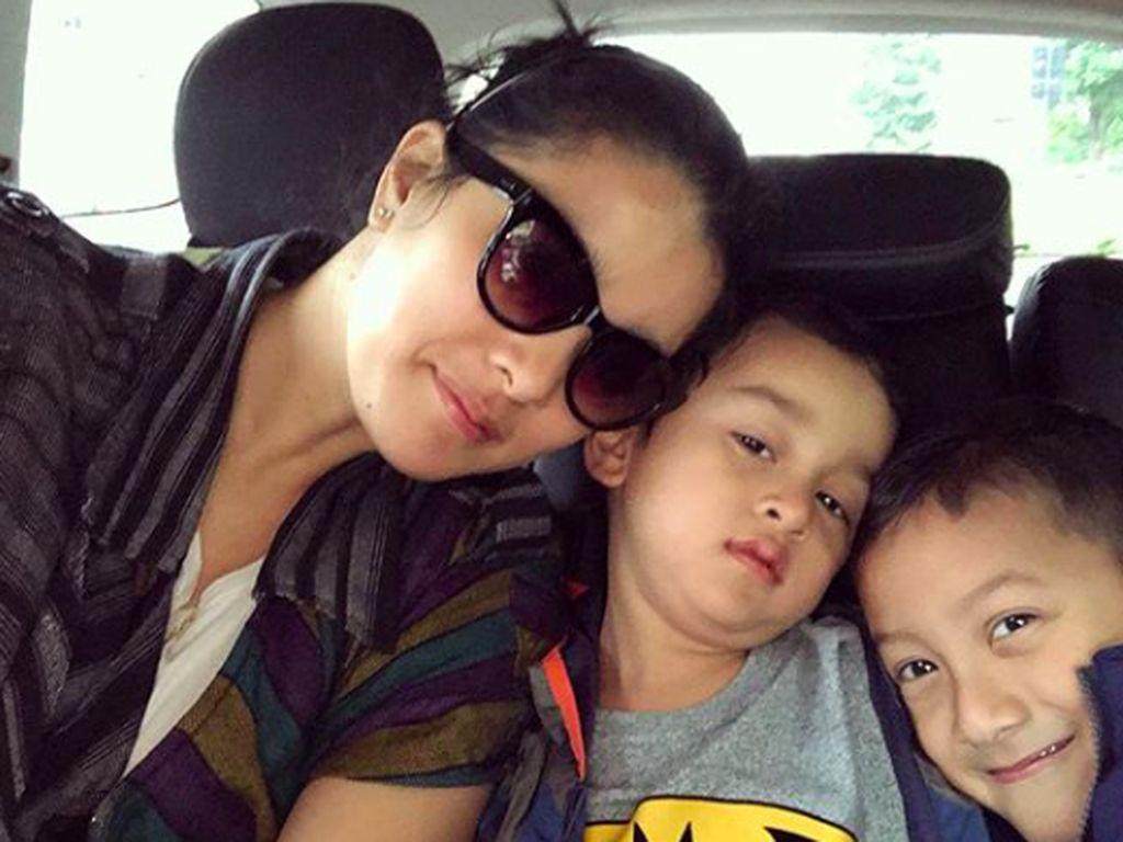 Momen Manis Marcella Zalianty Bersama Kedua Putranya