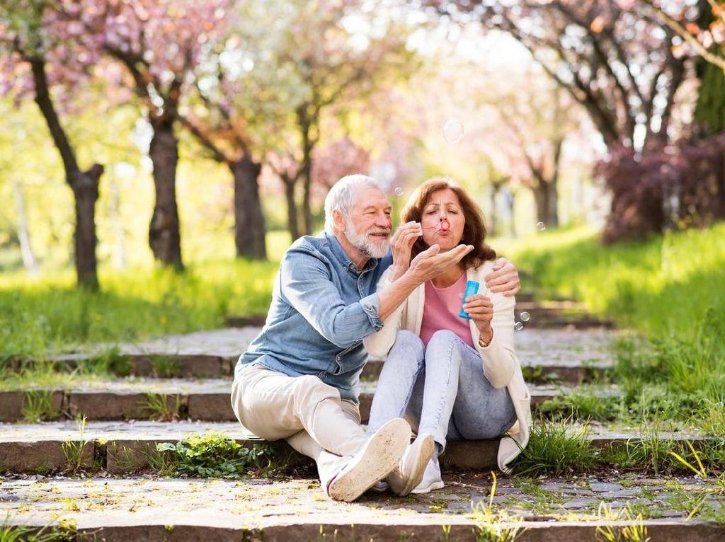 4 Hal yang Perlu Diketahui Jika Usia Suami-Istri Terpaut Jauh