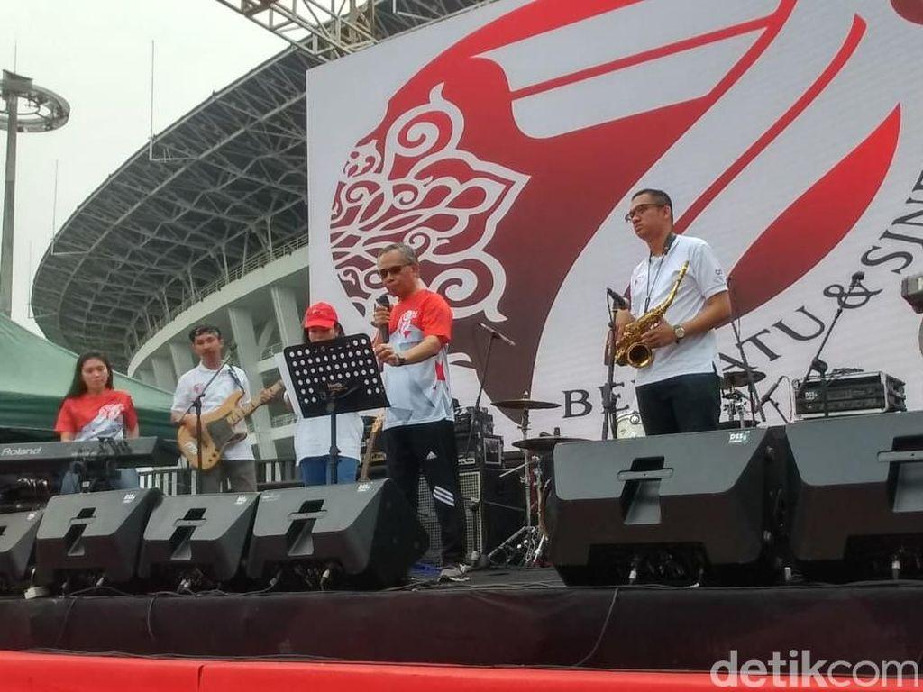 Ketua Dewan Komisioner OJK Kenalkan Saingan Elek Yo Band