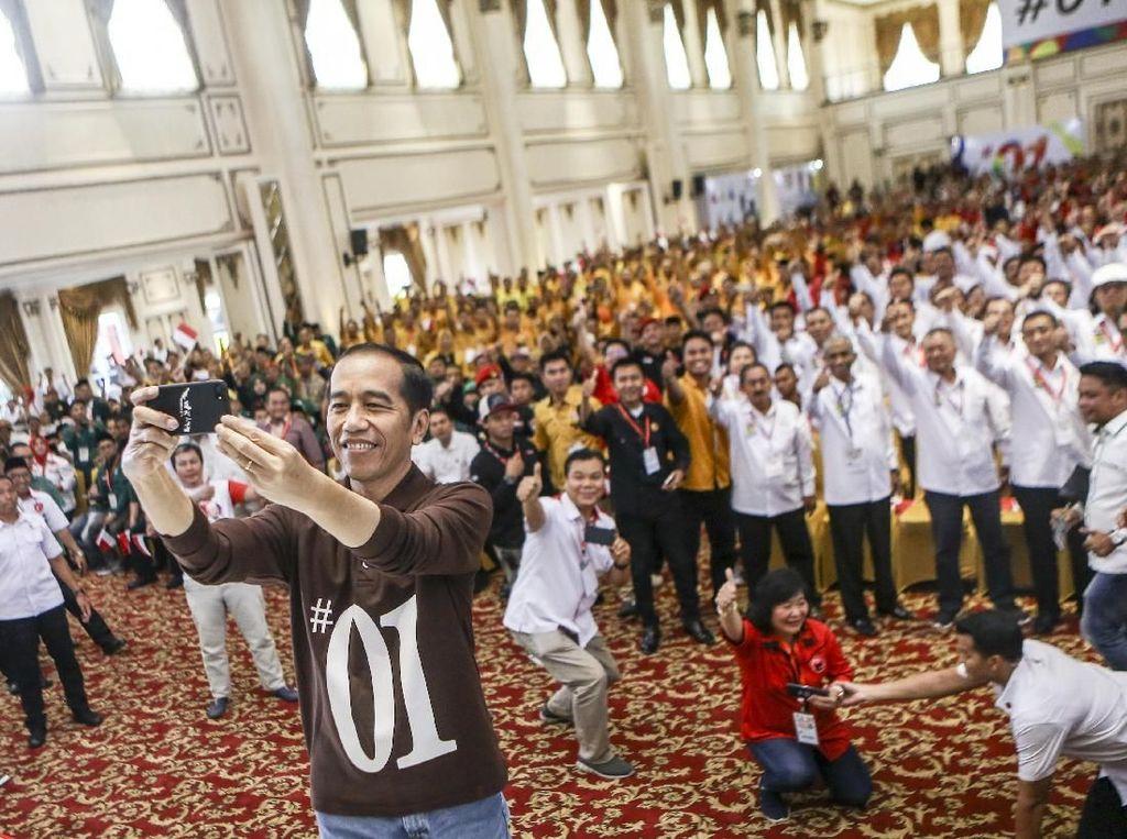 Bupati Sutan Riska Yakin Jokowi Raup 63% di Dharmasraya Sumbar