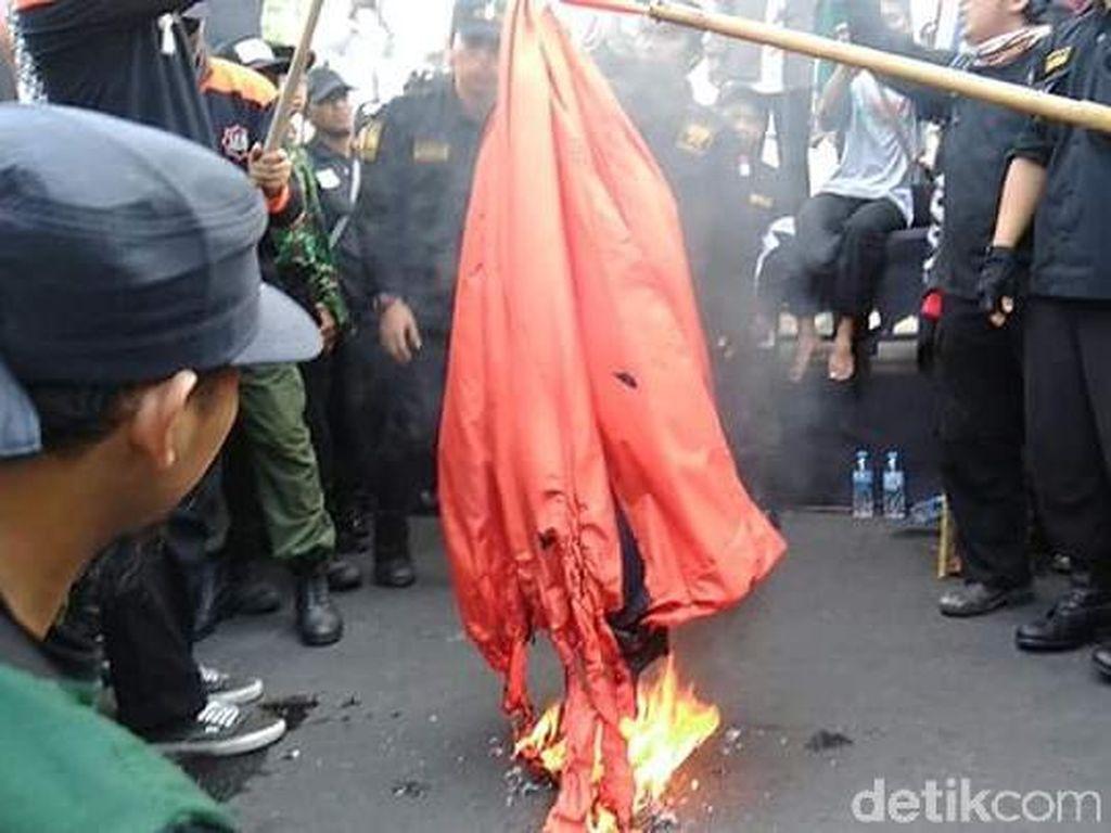 Parade Tauhid di Solo Bakar Bendera Palu Arit, Ini Alasan Panitia