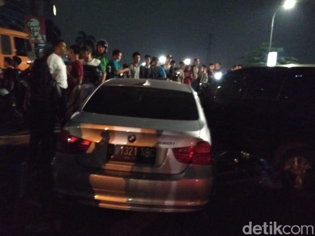 Lawan Arah, BMW Kecelakaan di Jl Latumenten Jakbar