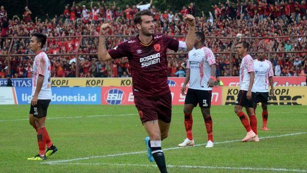 Willem Jan Pluim menjadi salah satu pemain penting di PSM Makassar.