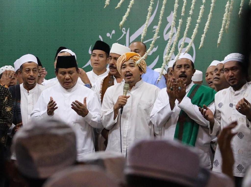 Prabowo Hadiri Peringatan Maulid Nabi di Ponpes Wali Songo Situbondo