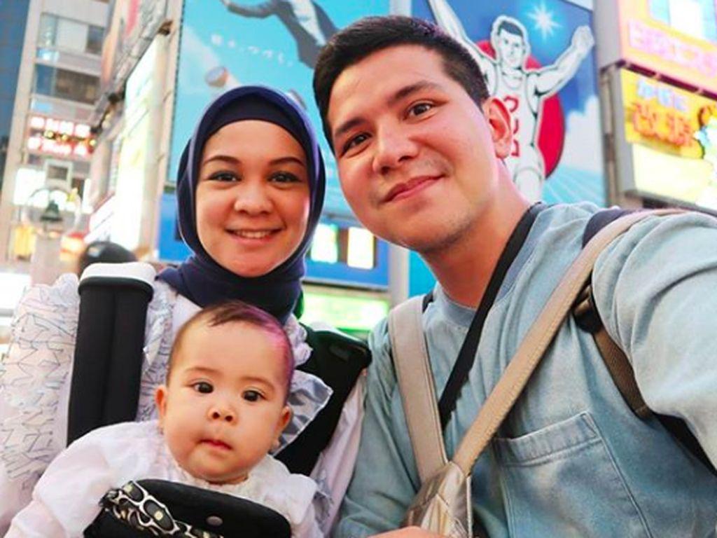 Tips Traveling Bareng Anak ala Haykal Kamil dan Tantri Namirah