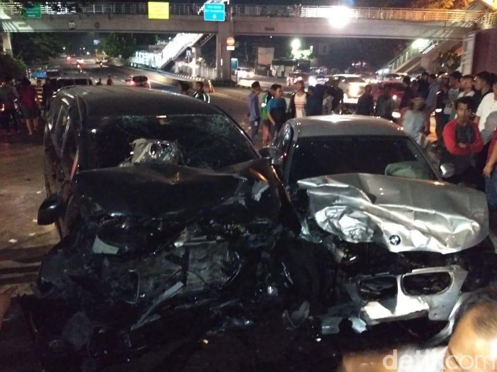 Kecelakaan di Latumenten, BMW Rusak Parah di Bagian Depan