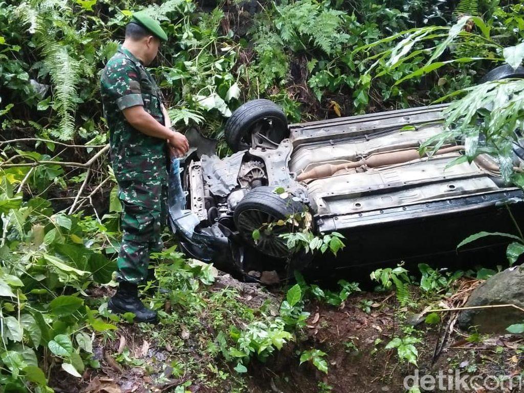 Mobil Masuk Jurang di Tasikmalaya, 2 Orang Terluka