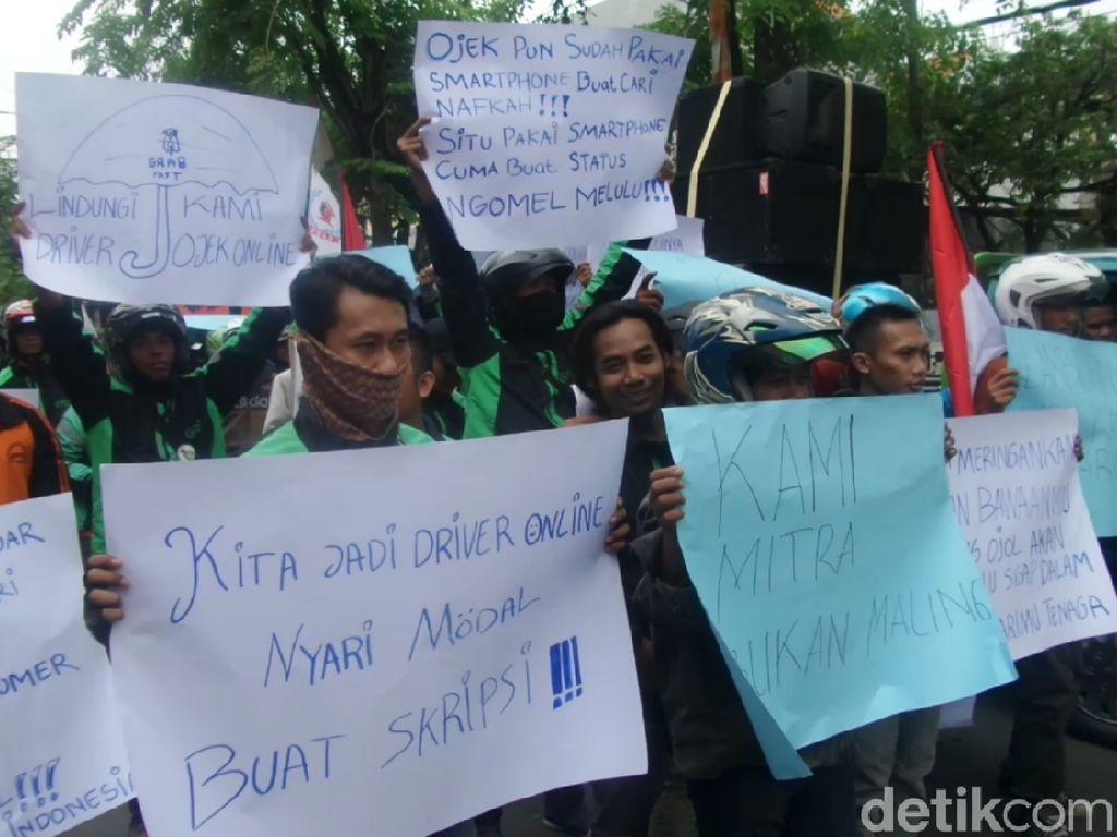 Tukang Ojek se-Lamongan Demo Tuntut Prabowo Hormati Profesi Ojek