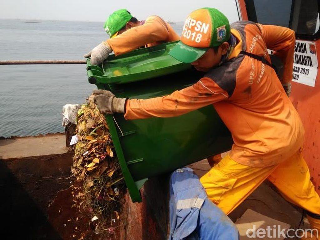 Sampah Apa Saja Yang Memenuhi 3 Pulau Wisata Kepulauan Seribu?