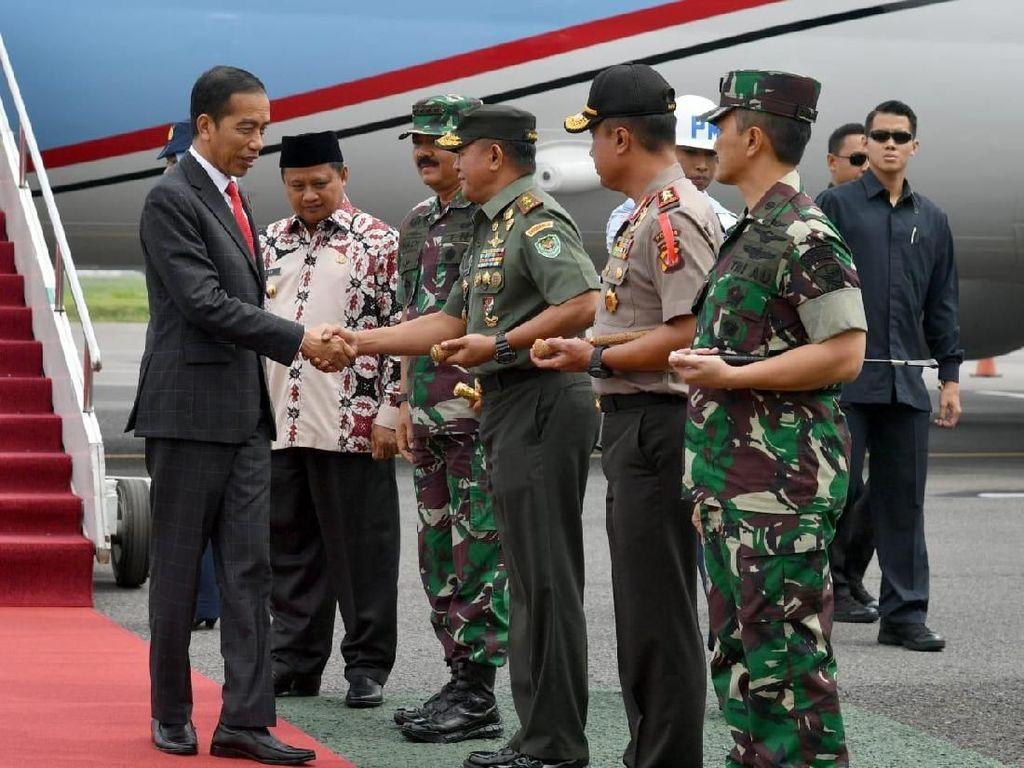 Jokowi Hadiri Apel Danrem-Dandim Terpusat di Bandung