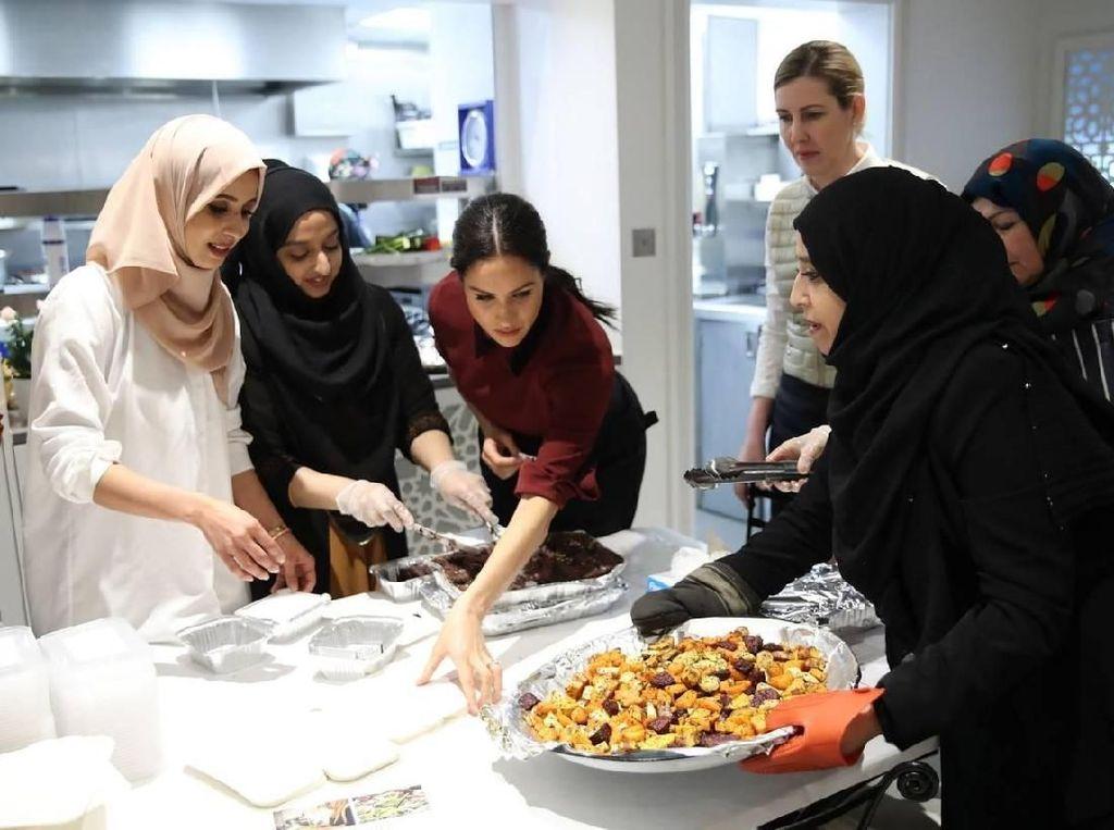 Ini Keseruan Meghan Markle Saat Masak Bersama Komunitas Muslim di London