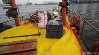Mengikuti Pembersihan Sampah di 3 Pulau Wisata Kepulauan Seribu