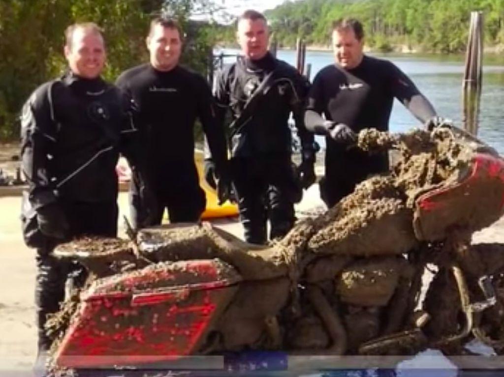Polisi Temukan Harley-Davidson Dalam Laut, Punya Siapa Nih?