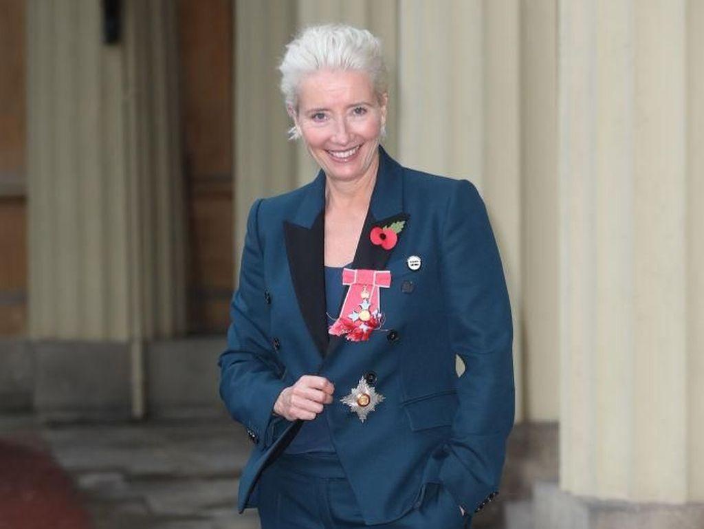 Bertemu Ratu Elizabeth II Pakai Sneakers, Aktris Ini Dikritik Tidak Sopan