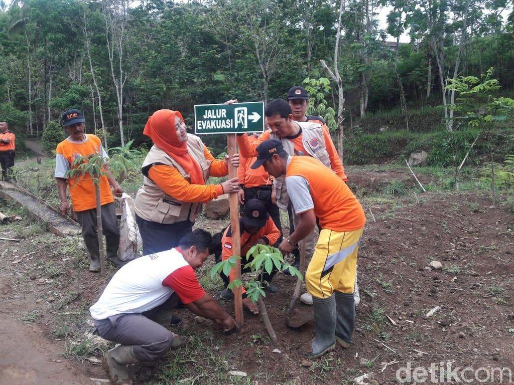Ribuan Bibit Pohon Ditanam Cegah Longsor di Ponorogo