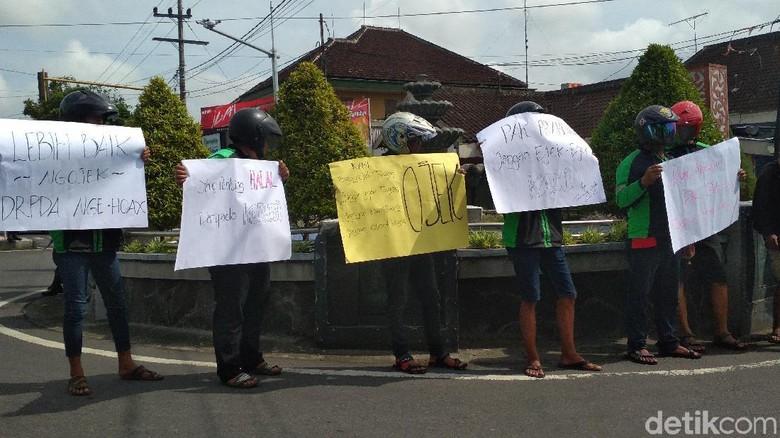 Giliran Ojol di Blitar Turun ke Jalan Tuntut Prabowo Minta Maaf