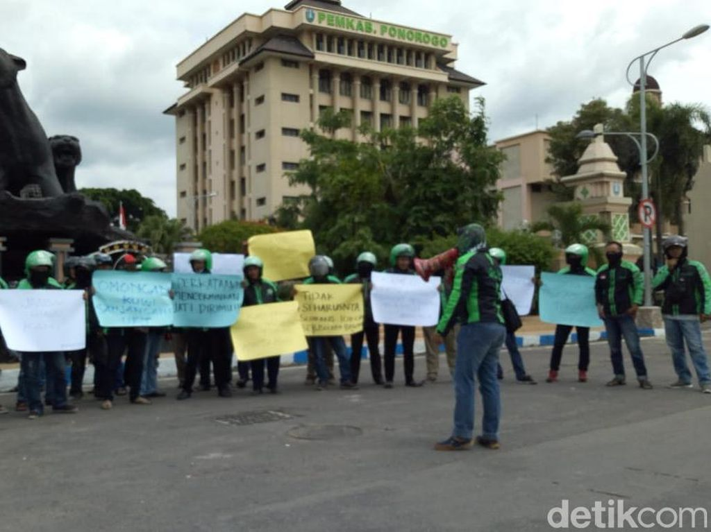 Ojol Warok Tuntut Prabowo Subianto Minta Maaf