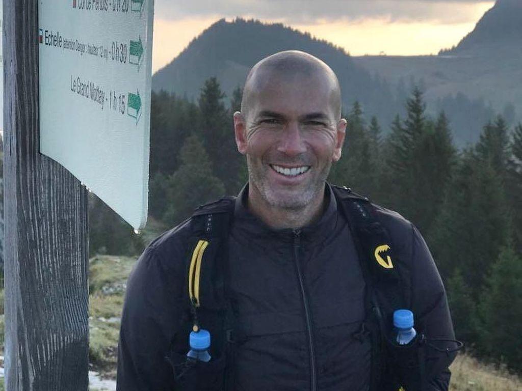 Saat Zinedine Zidane Naik Gunung
