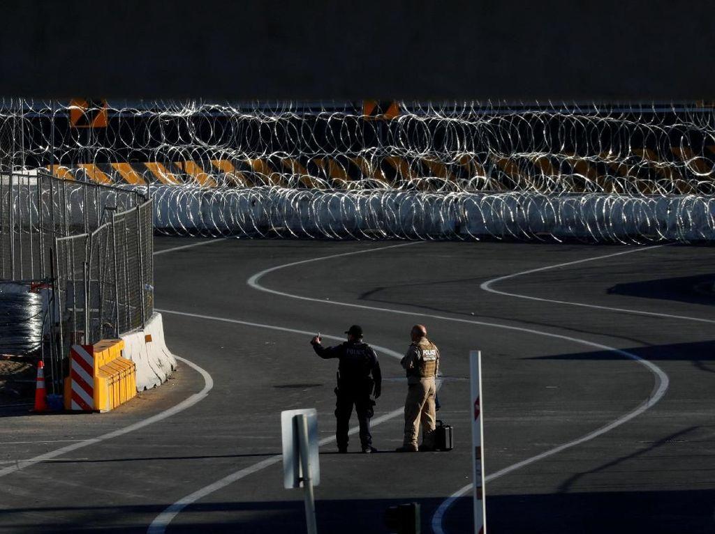 Potret Perbatasan AS-Meksiko di San Ysidro yang Sempat Ditutup