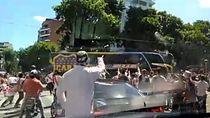 Detik-detik Bus Boca Juniors Diserang Suporter River Plate